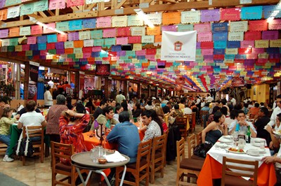 One of the many dining halls in Restaurante Arroyo, Mexico City.