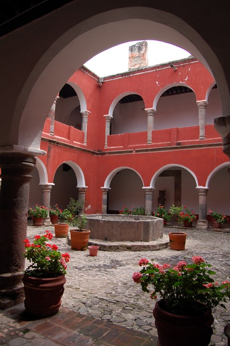 The view inside the Museo de Tlaxcala.